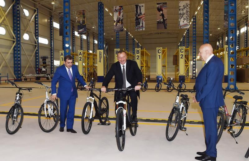 Prezident velosiped zavodunun achilishinda 1